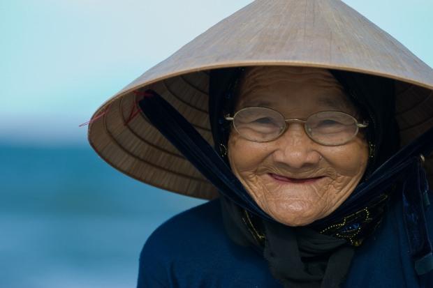 ical_asian_hat-demographics_of_vietnam-face-facial_expression-headgear-list_of_headgear-old_age-portrait-portrait_photography-smile-woman-women_in_vietnam