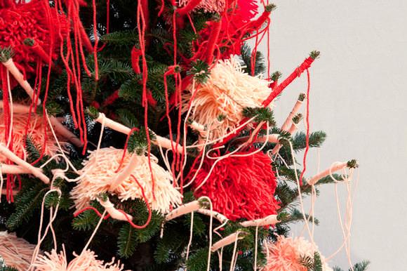 24-yarn-bombed-tree